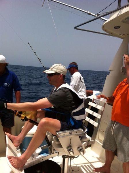 Conectado - Jos van Loo luchando contra un atún ojo grande Pesca Deportiva Cavalier & Blue Marlin Gran Canaria