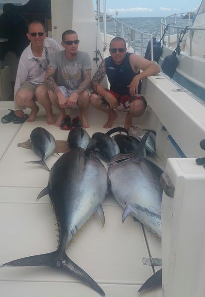 Gut gemacht - Danny, Adam und Barry Rudge. Glückwunsch, Leute Cavalier & Blue Marlin Sportfischen Gran Canaria