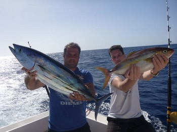 Felices pescadores en el barco Cavalier Pesca Deportiva Cavalier & Blue Marlin Gran Canaria