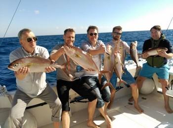 Pescadores satisfechos - Pescadores satisfechos a bordo del Cavalier Pesca Deportiva Cavalier & Blue Marlin Gran Canaria