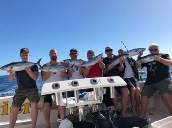 Great Catch - Pescadores satisfechos a bordo del Cavalier Pesca Deportiva Cavalier & Blue Marlin Gran Canaria