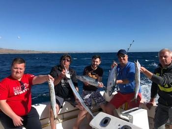Bien hecho: pescadores satisfechos a bordo del Cavalier Pesca Deportiva Cavalier & Blue Marlin Gran Canaria